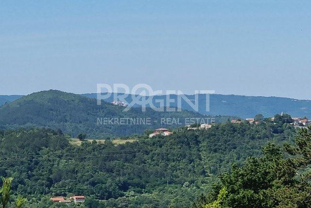 Istra, građevinsko zemljište s pogledom na Sovinjak