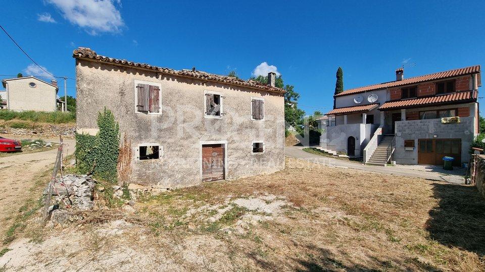 Istra, Karojba, stara kamena kuća za rekonstrukciju