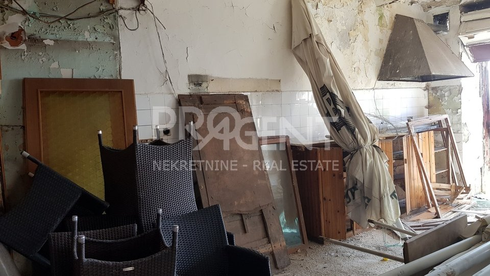 Inn for renovation in the center of Buje