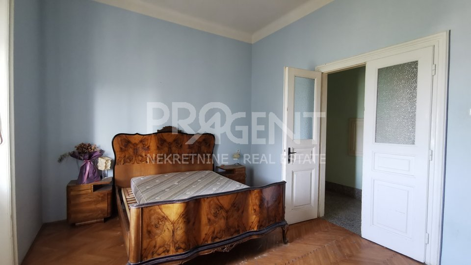 Pula, two bedroom apartment with sea view